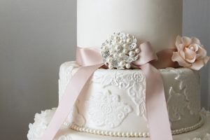 Cake broach details