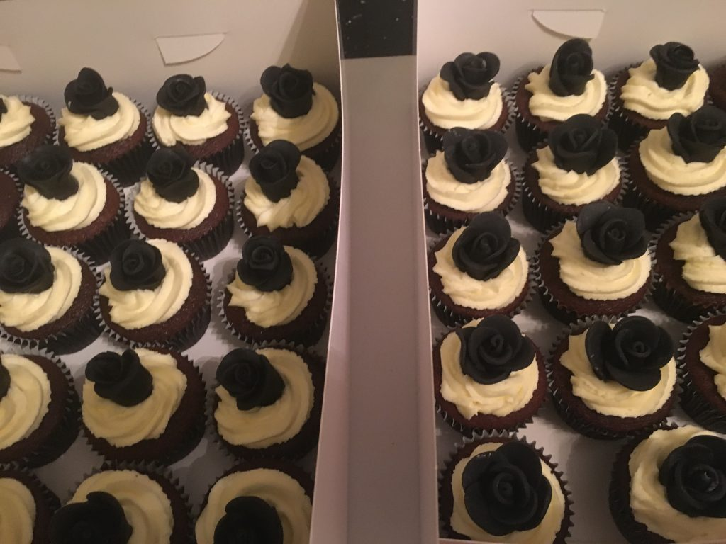 Black and White Wedding Cup Cakes