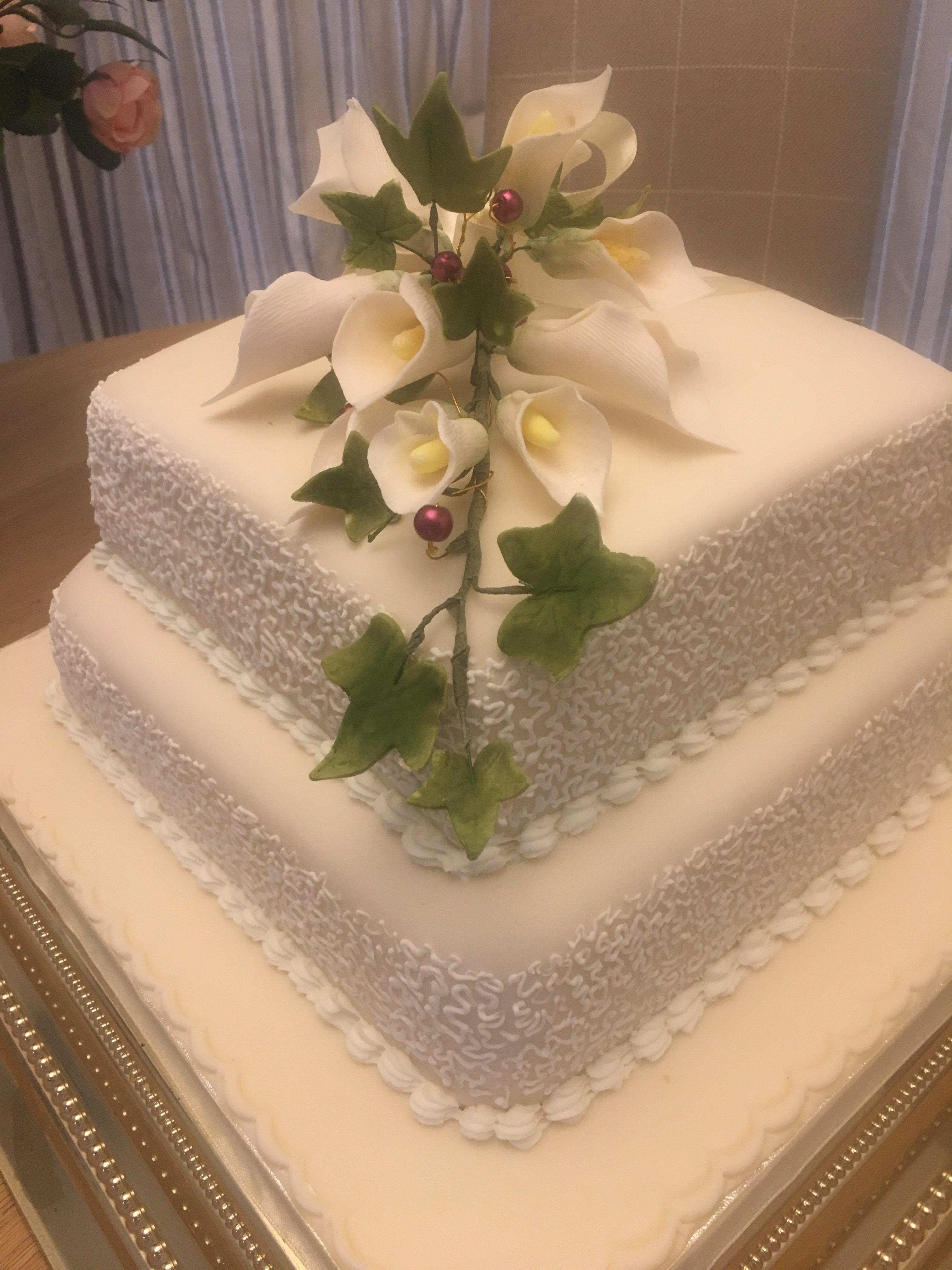 Arum lily cake